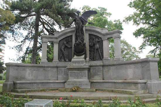 Titanic Engineer Officers Memorial : Titanic Memorial