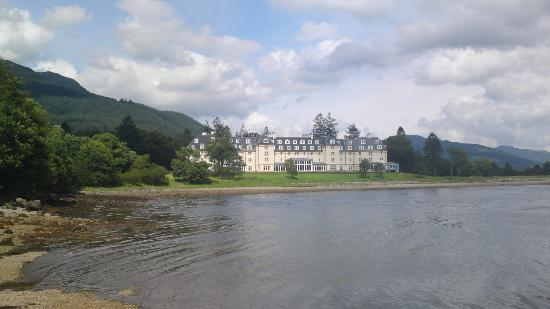 Ardgartan Hotel: view of the hotel from the loch side.