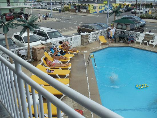 Starfire Motel: Piscine vue de la chambre 2e étage
