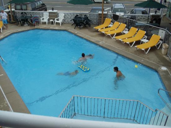 Starfire Motel: Piscine vue de la chambre 2e étage (2e)