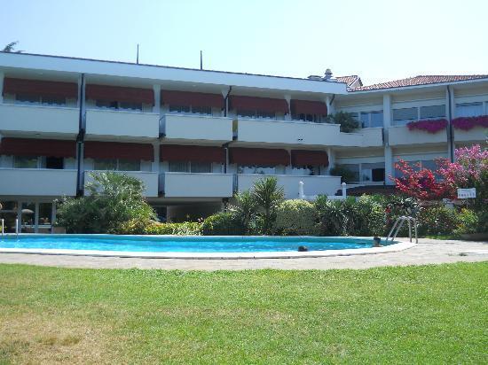 Hotel Giulietta Romeo: Vista hotel e piscina