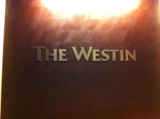 The Westin Galleria Dallas: Second Floor hallway to the mall