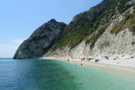 Spiaggia Delle Due Sorelle Foto Di Riviera Del Conero E