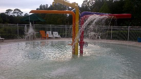Oak Plantation Resort: Kids splash area