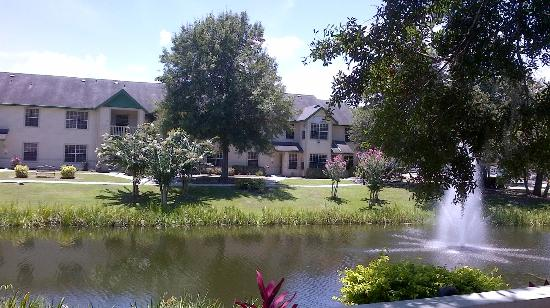 Oak Plantation Resort: Building view 