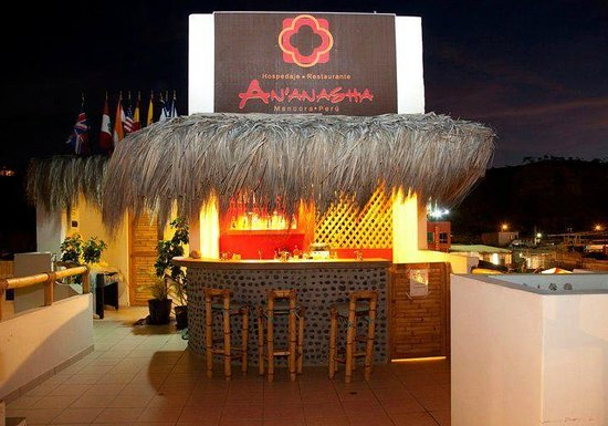 An'Anasha Hotel : Bar en la noche / Bar view at night