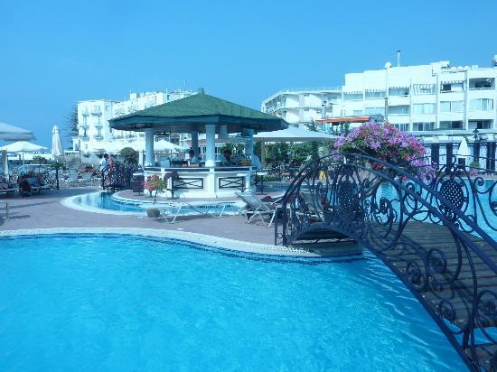 Rocks Hotel Casino: Pool Bar