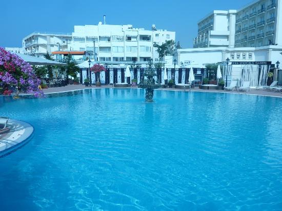 Rocks Hotel Casino: Pool Area
