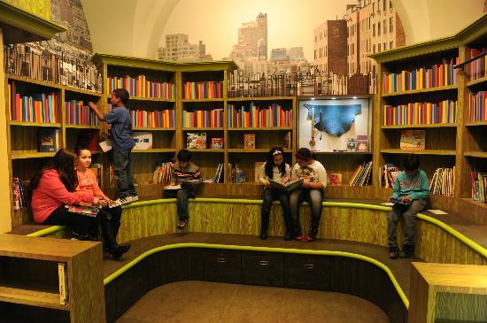 DiMenna Children's History Museum: Barbara K. Lipman Children's History Library