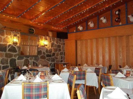 La Roche Pleureuse : salle à manger