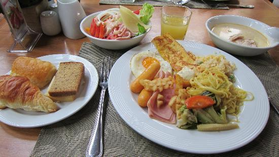 Woodlands Hotel & Resort: 朝食バイキング