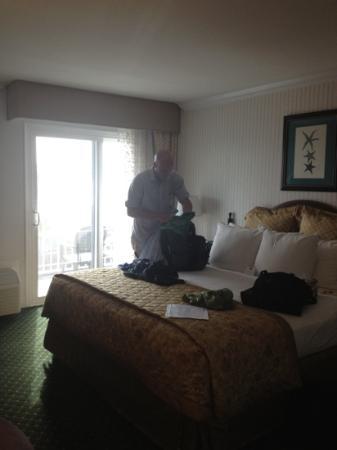 Best Western Premier Hotel Del Mar: bed and door to balcony