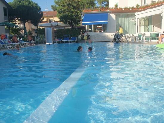 Hotel Buratti: Piscina
