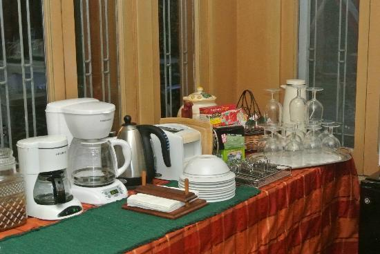Viroqua Heritage Inn: Coffee/drinks area