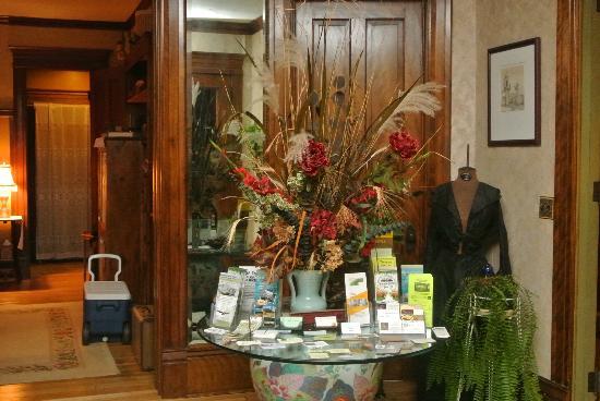 Viroqua Heritage Inn: Foyer