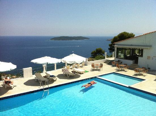 Pool area picture of skiathos club hotel suites for Skiathos hotels