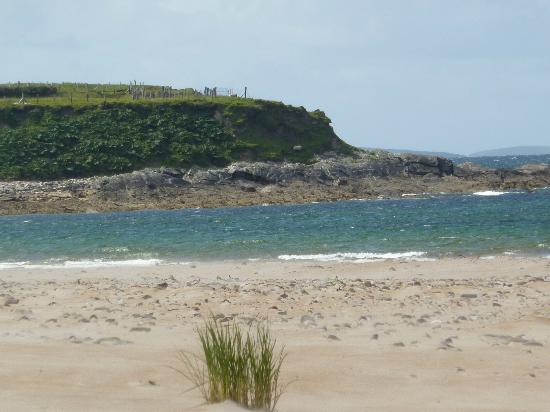 The Valley House Hostel & Bar : Lovely beach -15 min walk from hostel