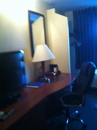Quality Inn: desk area