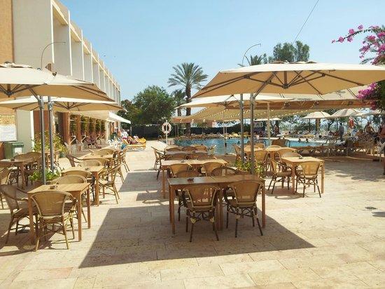 Lot Spa Hotel: Basseng og bar område
