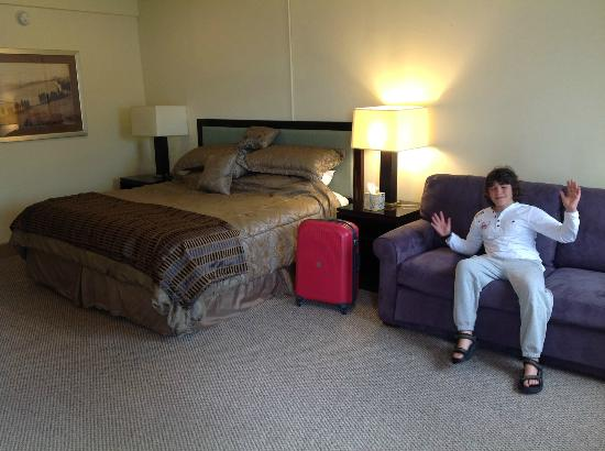 Waterways Golf Resort: Massive Room and Massive Bed