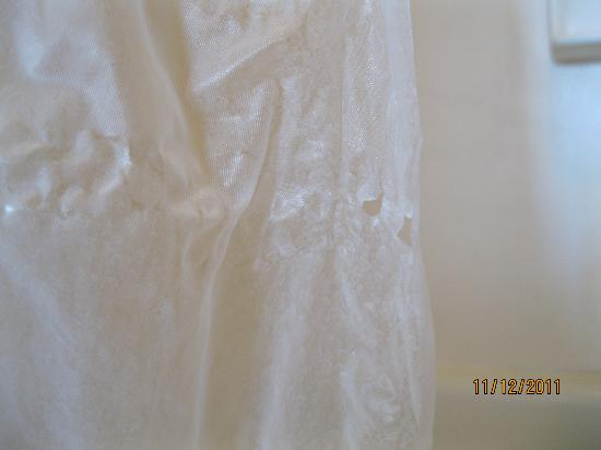 Residence Inn Parsippany: stained & torn shower curtain
