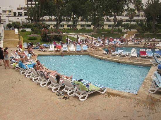 Au bord de la piscine photo de club marmara agadir for Au bord de la piscine