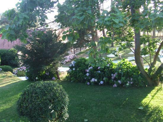 Arcu di Sole Hotel : Jardin et minigolf