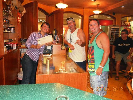 Cigar Emporium Aruba - USA Friends & Jay Cigar Expert