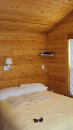 Wisconsin Dells KOA: full size bed,very comfy