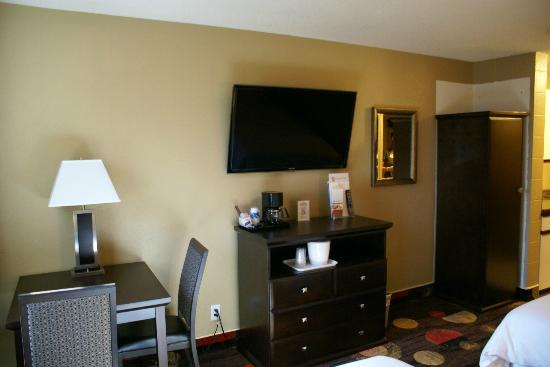 Stonebridge Hotel Fort McMurray: New Room, New Carpet
