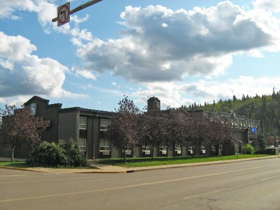 Stonebridge Hotel Fort McMurray: Deluxe Side of Hotel