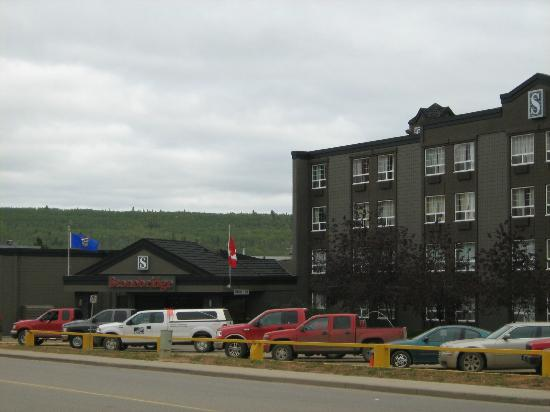 Stonebridge Hotel Fort McMurray: Front Entrance of Hotel off of Hardin Street