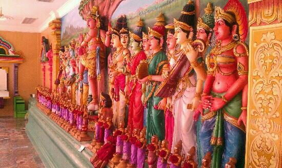 Sri Maha Mariamman Temple : explosion of colour