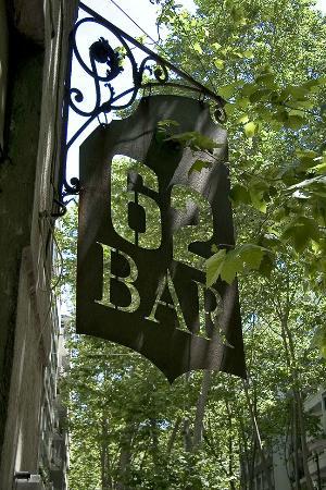 62 Bar: Antiguo cartel