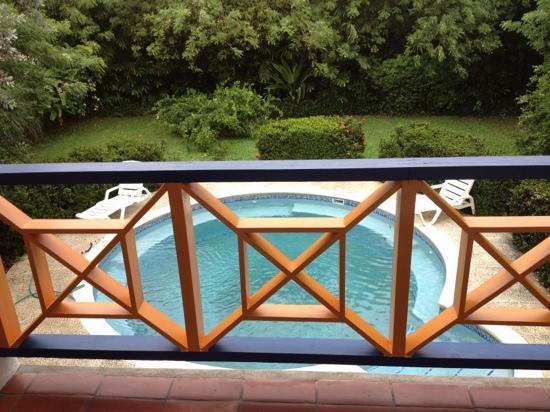 Sea Shells Vacation Villas: zwembad