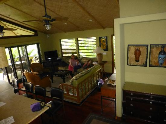Kona Sugar Shack: Living room with lanai in background.