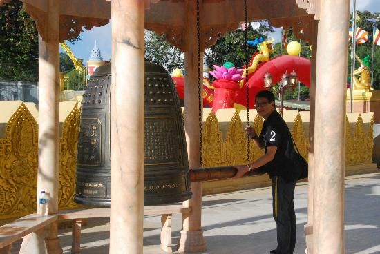 Lumbini Natural Park: Great shot at the Giant Bell
