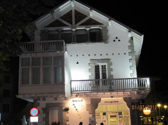 Hotel Atalaya: hotel con balcon