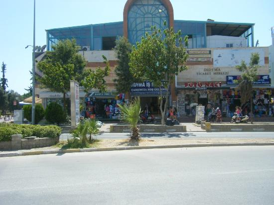 Hotel Nazar: The shopping center, at the top of the road