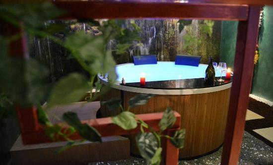 San Martino In Strada, Italy: Lotus Spa Vasca Idromagia con cromoterapia