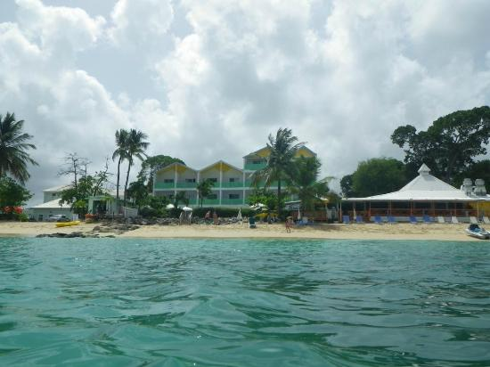 Tropical Sunset Beach Apartment Hotel: Wide view from swimming area