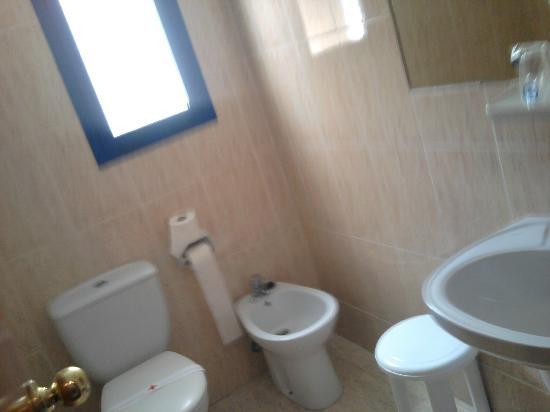 Hotel Lido: Baño básico