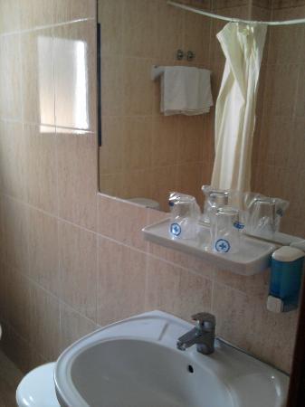 Hotel Lido: Baño habitación 201