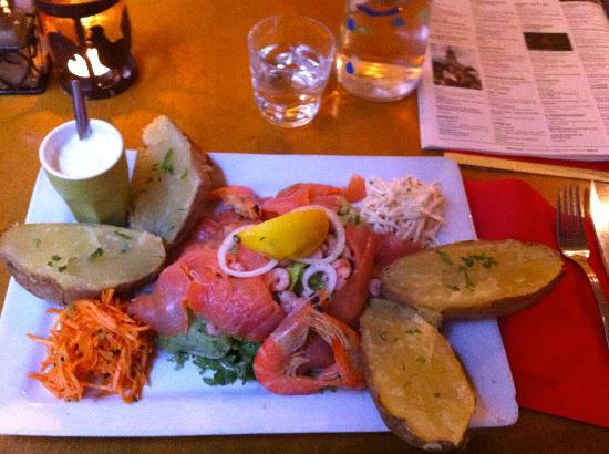 Pommes de Terre et Compagnie : Salmon salad