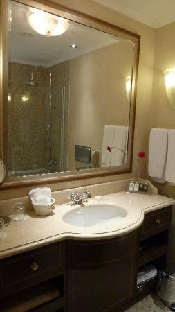 Sofia Hotel Balkan, a Luxury Collection Hotel: Badezimmer