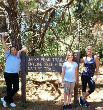 Monterey Bay Lodge: Hiking trails were only 5 miles away