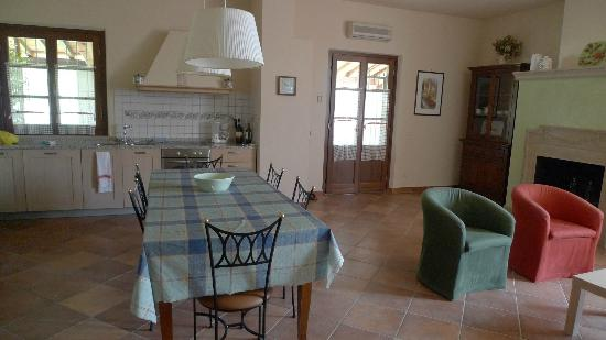 Il Casale Del Madonnino: Living / diningroom & kitchen