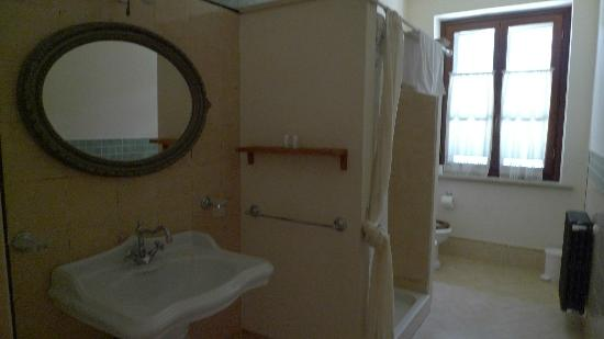 Il Casale Del Madonnino: Bathroom with shower