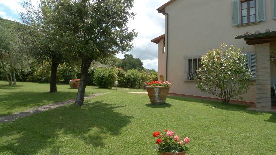 Il Casale Del Madonnino: View from driveway