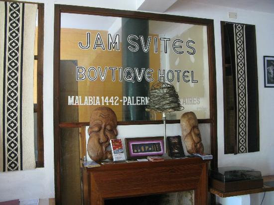 Jam Suites Boutique Hotel: Living room